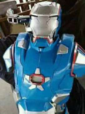Kostum robot iron patriot