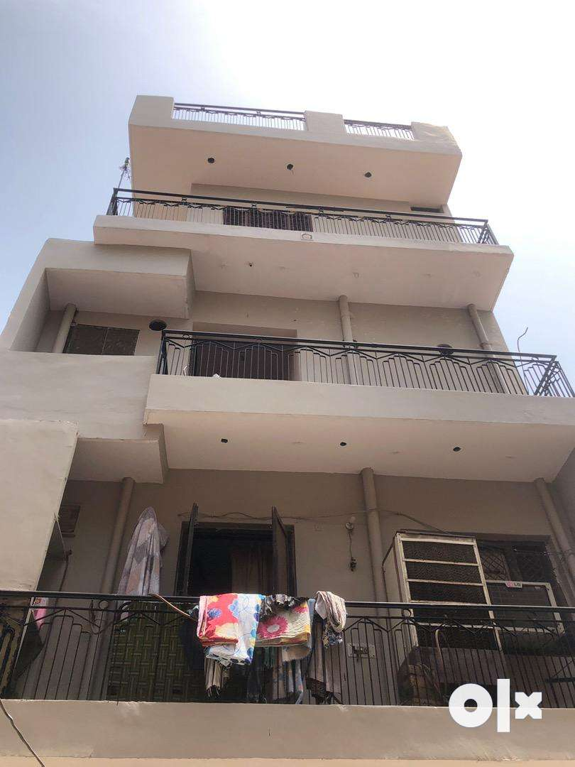 Well maintained  4 floor house 0