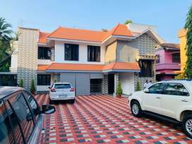 Edapally toll junction 15cent 2650sqft 4bhk house