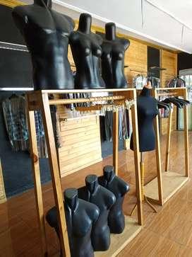 Gawang gantungan baju kayu, patung display baju distro