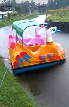 Alat playground dan sepeda air