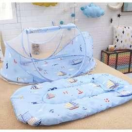 Tempat tidur bayi dengan kelambu motif boat