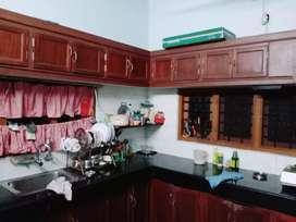 10.5cent 2500sqft  4bedroom old house for sale in thiruvamkulam