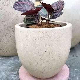 Pot Taman Minimalis Handmade Terazzo Tipe Telur Diameter 30cm