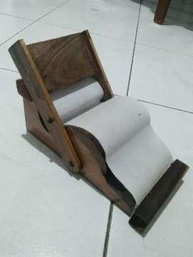 Souvenir kerajinan tangan alat linting tradisional dari kayu