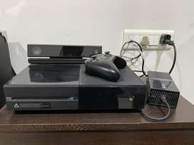 Xbox one 500 gb with kinect and day one controller with box