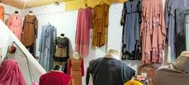 Dilelang 1 paket perlengkapan usaha pakaian