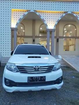 Dijual 1 unit mobil Toyota Fortuner THN 2012 TRD ,vnt