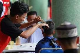 Dicari tukang gunting rambut berpengalaman, sistem bagi hasil