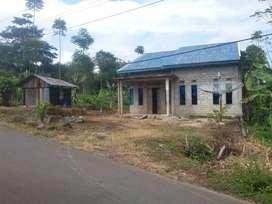 Rumah dan tanah bersertifikat dipinggir jalan