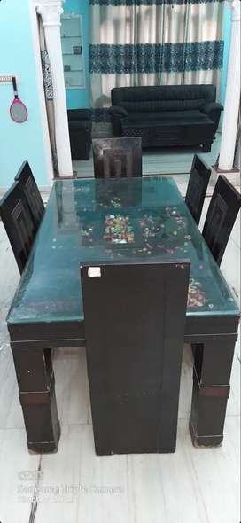 Dining table 19000 rs