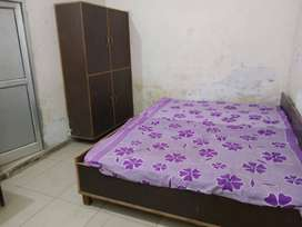 PG ONLY IN 4500 PER MONTH