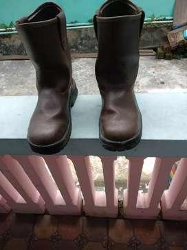 Sepatu safety krushers like new