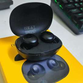 4 days old Realms buds Q bluetooth wireless earphone