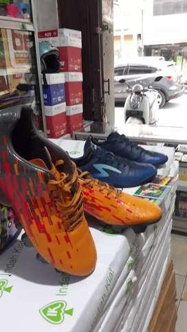 Sepatu bola/futsal