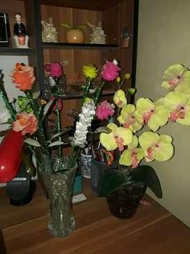 Bunga dari bahan Akrilik dan pot kaca