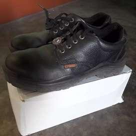 Black tisco safti shoe Size - 09