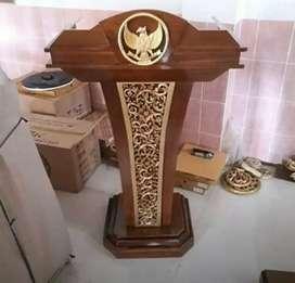 Podium meja pidato presiden menteri kayu jati  .