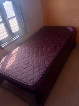 Single bed. Diwan