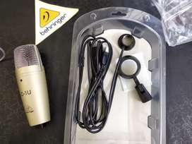 Behringer c-1u condenser microphone for studio