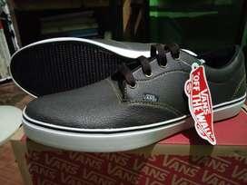 Sepatu Vans kulit