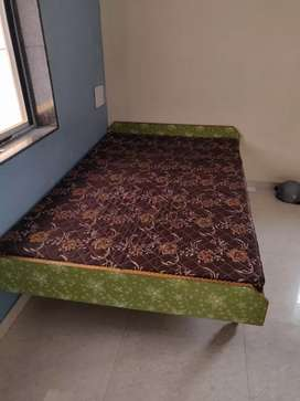 4x6 Bed with Matteress in excellent condition