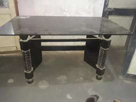 dining table (6 seating) without chairs