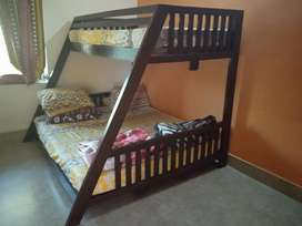 Double decker bed for kids with matriss