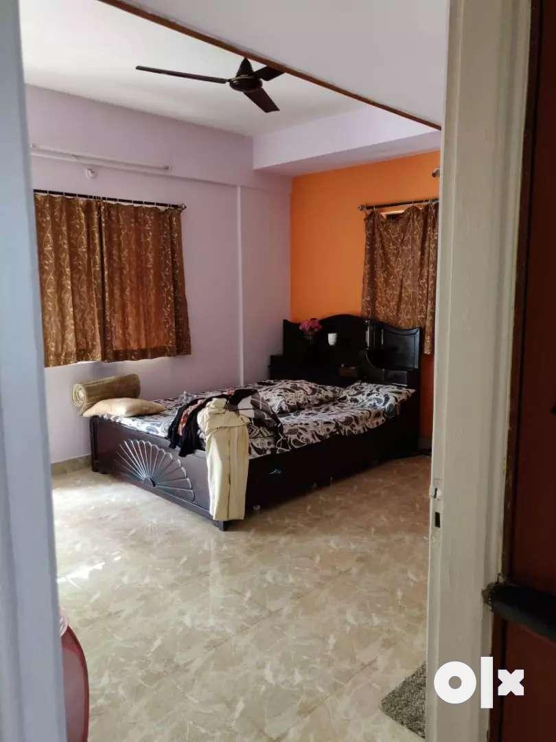 Queen size bed 0