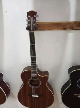 Gitar akustik merana