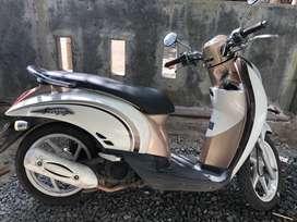Honda scoopy putih beige 2011
