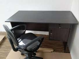 1 set meja kantor + kursi putar