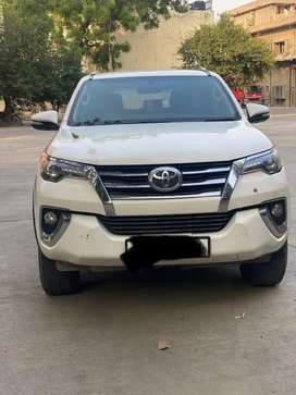 Toyota Fortuner 4*4 Automatic Diesel 2017 Model Well Maintained