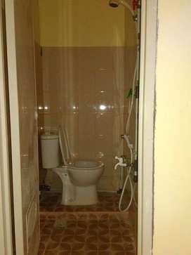 Kos2an ac kamar mandi dalam