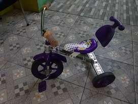 Sepeda anak tiga roda