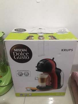 Nescafe Dolce Gusto Mini Me Black Cherry Limited Edition Coffee Maker