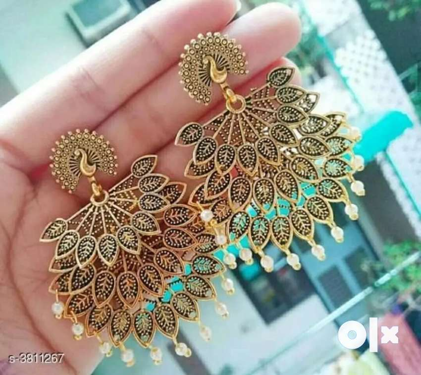 Brand new earing under Rs300/- only 0