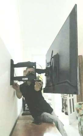jual pasang bracket swivel yg bisa belok kiri kanan buat gantungan tv