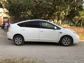 Doctor Family Used Car Prius Available in Lahore