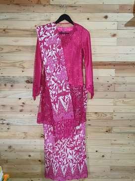 Kebaya Size M + Rok batik + Selendang 2 pcs