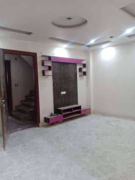 3bhk builder floor with Modular Kitchen,Well maintained floor 90% laon