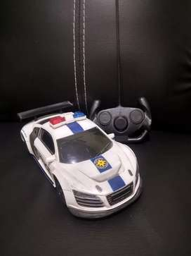 Mainan Mobilan Remote Polisi