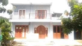 Rumah 3 lantai di tengah sawah