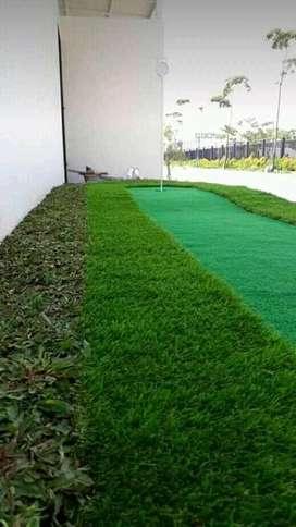 Dekorasi artificial dengan rumput sintetis yang mudah perawatannya.