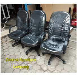 Kursi kantor direktur / kursi kerja sandaran tinggi oscar hitam