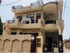 10marla kothi for sale corner house in highly posch and clean area