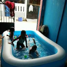 kolam renang anak biru