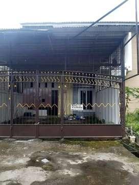 Disewakan rumah 2 lantai lengkap listrik pln dan air pam