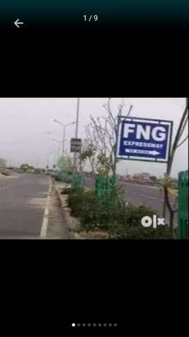 100 gaj ka plot 3.5 lakh m metro station ke pass greater Noida sec149