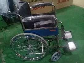 Kursi roda standart rumah sakit